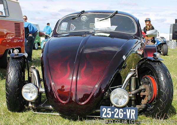 Kevin Salt's SoCal Vw Bug is Painted with Mostly Pearls and Pigment products.